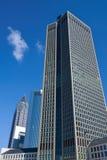Horisont av affärsbyggnader och handelmässan står högt i Frankfurt, Tyskland Arkivfoto