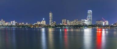 Horisont av Boston vid natt royaltyfri fotografi