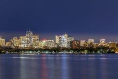 Horisont av Boston vid natt royaltyfri foto