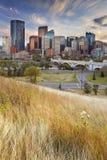 Horisont av Calgary, Alberta, Kanada på solnedgången Arkivfoto