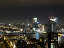 Horisont av den Rotterdam staden i natten Royaltyfria Bilder