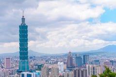 Horisont av den taipei staden med den högsta byggnaden i taiwan Royaltyfri Fotografi
