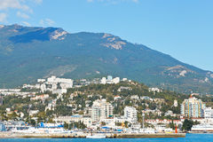 Horisont av den Yalta staden i Krim i September Arkivfoton