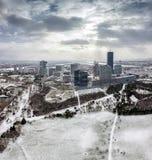 Horisont av Donaustaden Wien på Danubet River i vinter arkivbilder