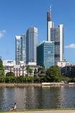 Horisont av Frankfurt - f.m. - huvudsaklig Tyskland arkivfoton