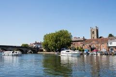 Horisont av Henley On Thames In Oxfordshire UK med flodThemsen royaltyfri foto