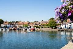 Horisont av Henley On Thames In Oxfordshire UK med flodThemsen royaltyfria foton