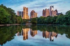 Horisont av i stadens centrum Atlanta, Georgia Arkivfoton