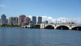 Horisont av i stadens centrum West Palm Beach, Florida Fotografering för Bildbyråer