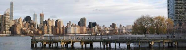Horisont av Manhattan från den Long Island staden Arkivfoto