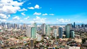 Horisont av Manila vid floden Pasig royaltyfri fotografi