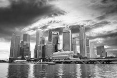 Horisont av moderna skyskrapor på Marina Bay, Singapore Royaltyfri Bild