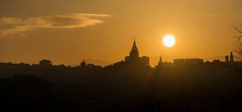 Horisont av Oviedo vid solnedgång Royaltyfri Bild
