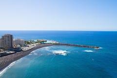 Horisont av Puerto de la Cruz, Tenerife, Spanien royaltyfria foton