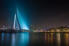 Horisont av Rotterdam på natten Royaltyfria Foton