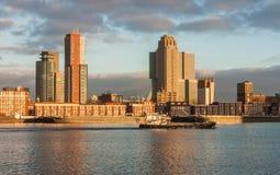 Horisont av Rotterdam på soluppgång Royaltyfri Foto