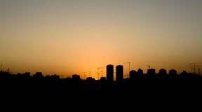 Horisont av staden på solnedgången Royaltyfria Bilder