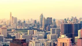 Horisont av storstaden mycket av skyskrapor i affärsområdet arkivfoto
