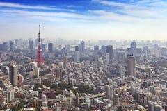 Horisont av Tokyo, Japan med det Tokyo tornet, från över Arkivbild