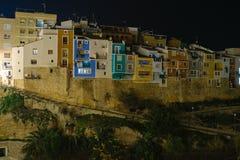 Horisont av Villajoyosa på natten, Spanien Arkivfoto