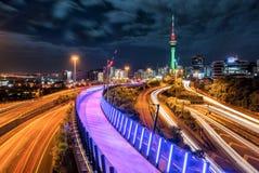 Horisont för Auckland stadsnatt, Nya Zeeland royaltyfria bilder