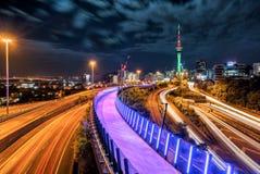 Horisont för Auckland stadsnatt, Nya Zeeland Arkivfoto