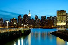 Horisont för lastningsbryggaPlazadelstatspark och Manhattan i New York City Royaltyfri Bild