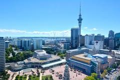 Horisont för område för central affär för Auckland stad royaltyfria foton