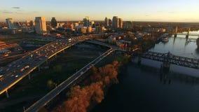 Horisont för Sacramento River huvudstadsKalifornien i stadens centrum stads- stad stock video
