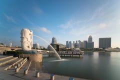 Horisont för Singapore affärsområde med soluppgång i morgon på Marina Bay, Singapore fotografering för bildbyråer