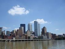 horisont för stadspittsburgh flod Arkivfoto