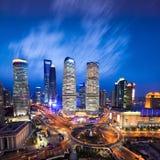 horisont för zon för för shanghai lujiazuifinans och handel, nattsikt från det orientaliska pärlemorfärg tornet Royaltyfri Bild