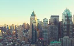 Horisont för stad för Manhattan morgonsoluppgång Arkivbild