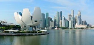 Horisont i Singapore med detformad ArtScience museet och sk Royaltyfria Bilder