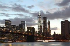 Horisont Manhattan New York vid natt Royaltyfri Fotografi