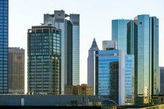 Horisont med de 155 meter höga tvillingbröderna Deutsche Bank I och Royaltyfria Bilder