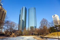 Horisont med de 155 meter höga tvillingbröderna Deutsche Bank I och Fotografering för Bildbyråer