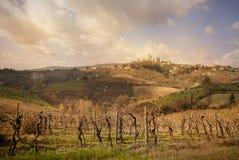 Horisont och bygd för San Gimignano landskap medeltida stadtorn panorama på solnedgången italy siena tuscany fotografering för bildbyråer