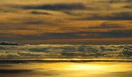 Horisont som är panorama- med moln på havet på gryning Fotografering för Bildbyråer