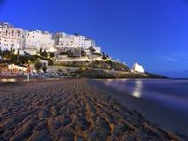 Horisont, strand, hav och stad av Sperlonga, Lazio italy royaltyfri fotografi