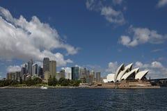 Horisont Sydney med operahuset Royaltyfri Foto