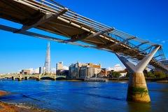Horisont UK för London milleniumbro Arkivbilder