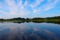 Horisont vid sjön Fotografering för Bildbyråer