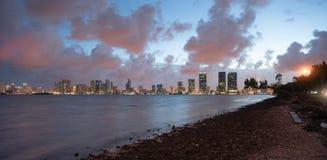 Horisont Waterrfront Miami Florida för stad för Strom röjningsolnedgång i stadens centrum fotografering för bildbyråer