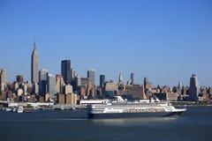 horisont york för ship för stadskryssning ny Royaltyfri Bild