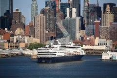 horisont york för ship för stadskryssning ny Royaltyfria Bilder
