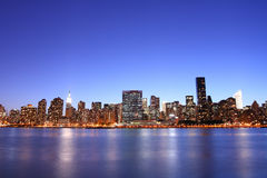 horisont york för stadsmanhattan ny natt Arkivfoton
