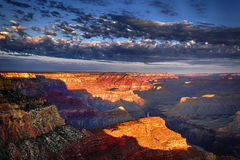 Horisontal beskåda av grandet Canyon på soluppgången royaltyfri foto