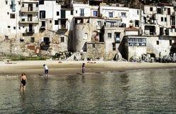 Horisontal- fantastiskt härligt turist- ställe i Italien, Sicilien, Ce Royaltyfria Foton