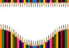 Horisontal ram med färgrika blyertspennor på vit bakgrund Royaltyfria Bilder